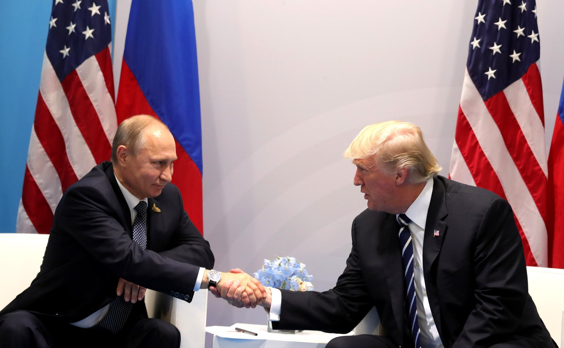 ВБелом доме раскрыли детали телефонного разговора Владимира Путина иТрампа