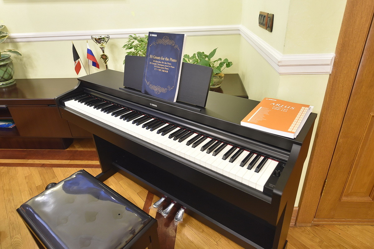 Путин подарил девочке изУдмуртии электронное пианино