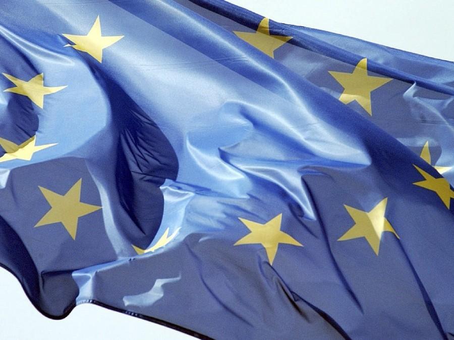 Источник сказал, что EC собирается продлить антироссийские санкции