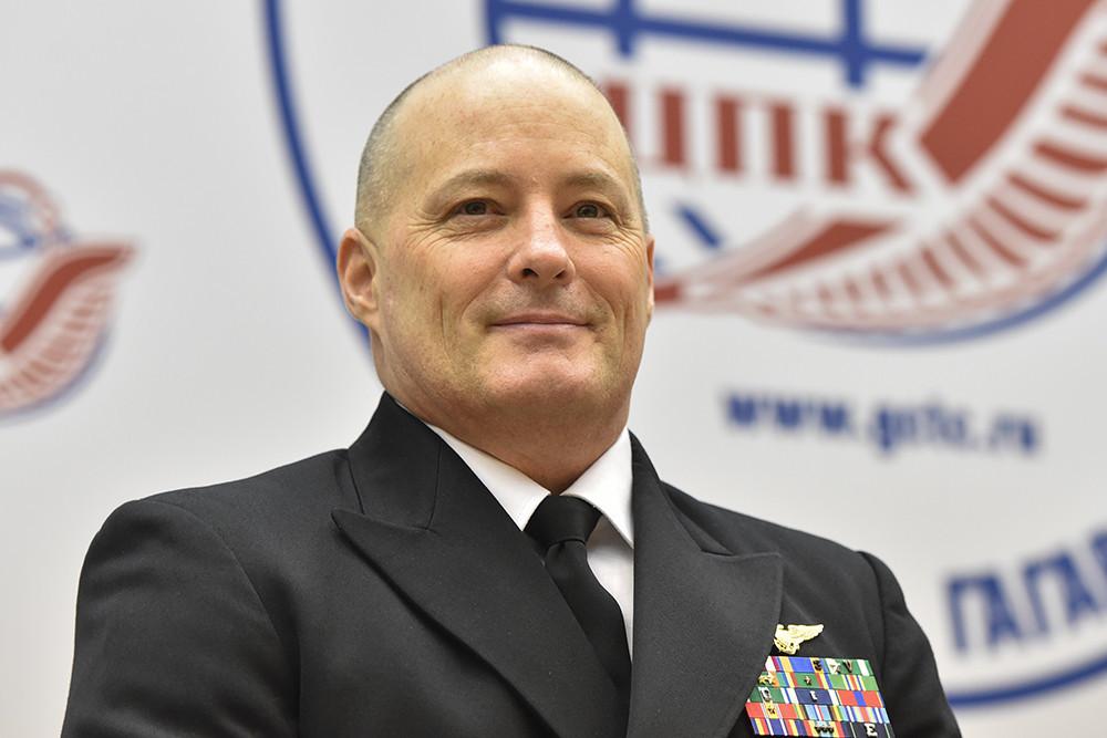 Экипаж МКС обеспечит себя интернетом и доставит в космос шайбу КХЛ