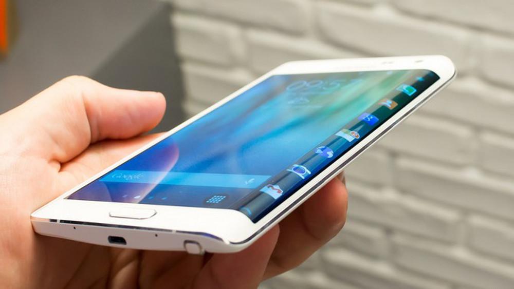 Компания делает смартфон с 2-мя экранами— Новинка Самсунг