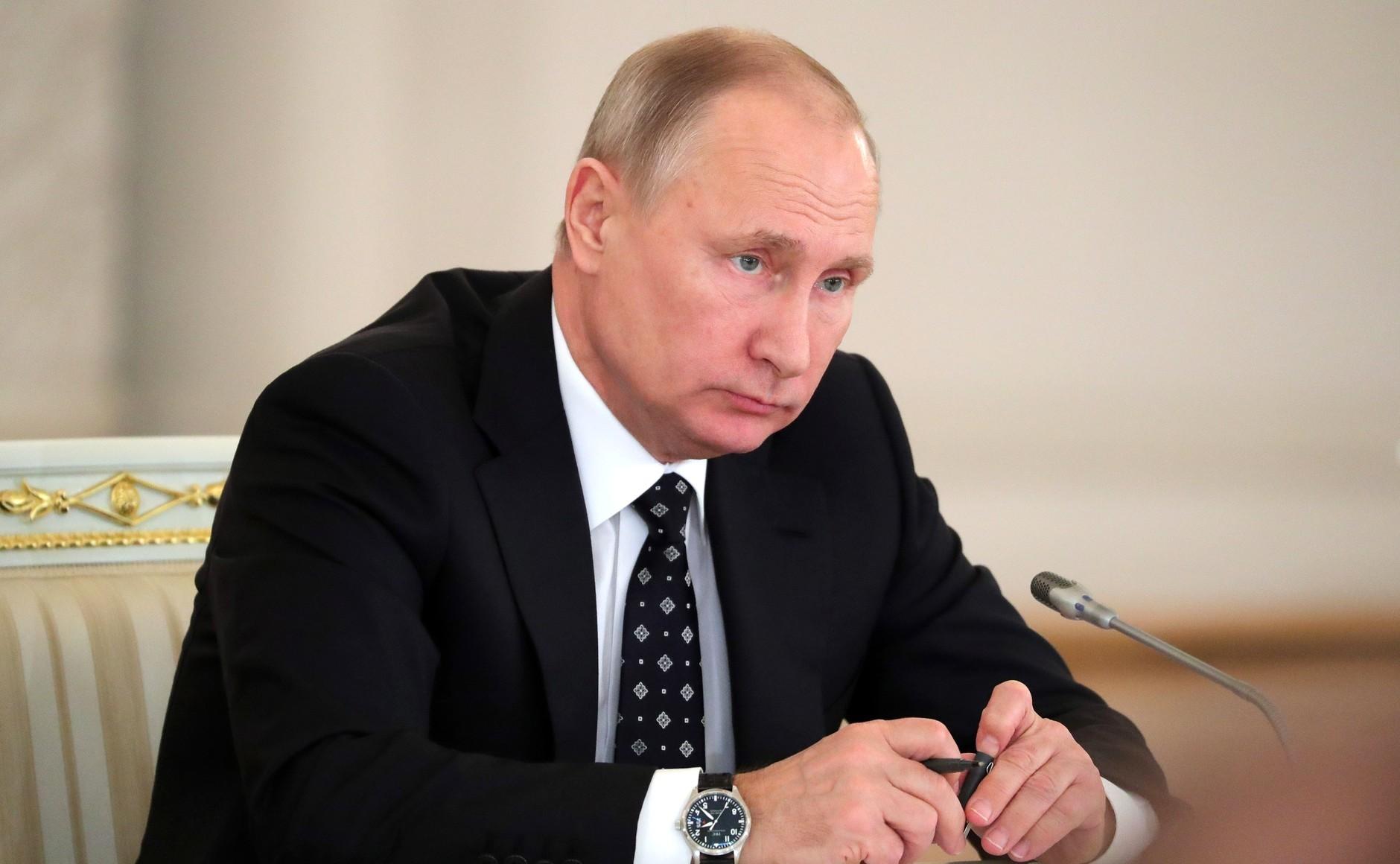 Путин: нам нужно освободиться отсерой зоны вэкономике
