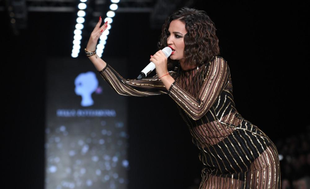 Ольга Бузова вэротическом одеяние  появилась надетской премии от«МУЗТВ»