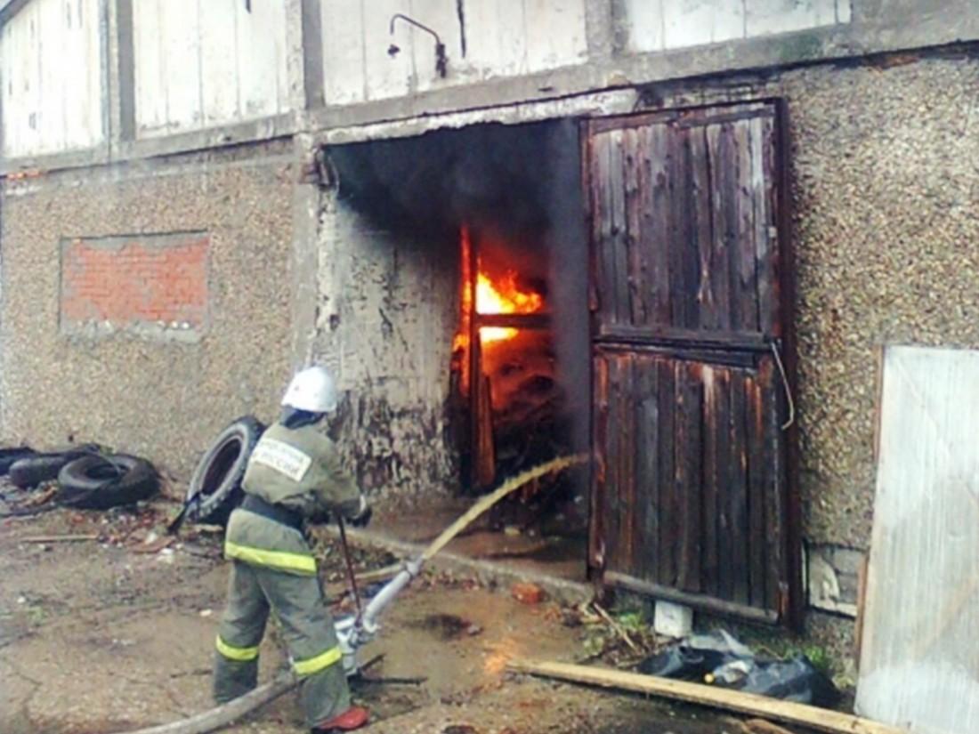 ВКалининграде разгорелся сильный пожар наскладах Сбербанка