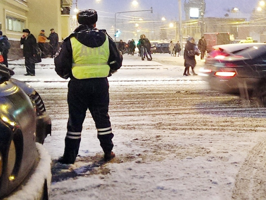 Сплатной парковки в столицеРФ угнали машину за3,4 млн руб.