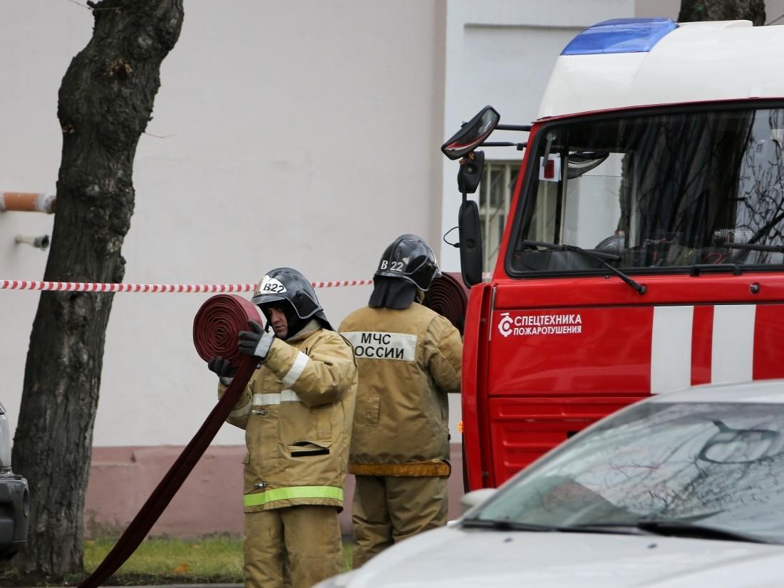 ВРостове-на-Дону загорелась крыша трехэтажного дома