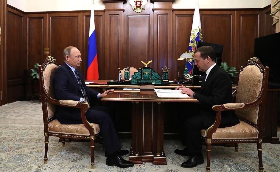 Путин поручил проверить исполненье указов 2012 года