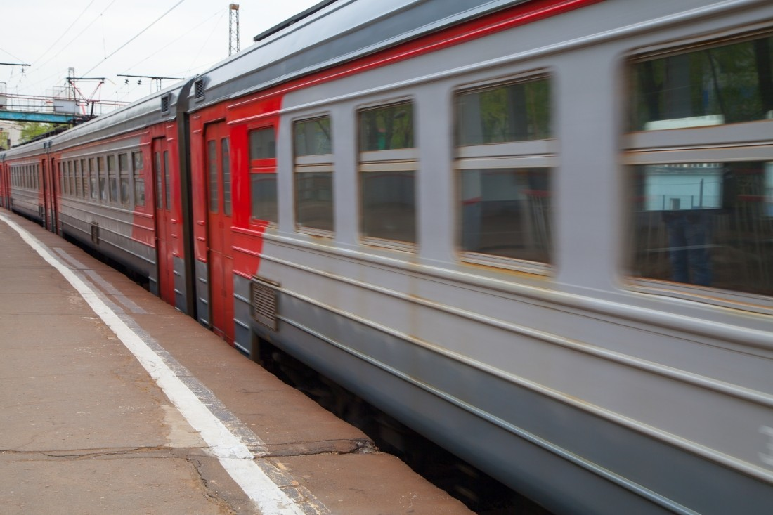 В Москве под колесами электрички погиб мужчина