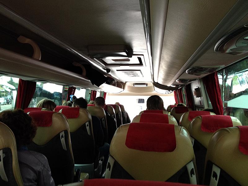 ВТунисе туристический автобус упал с50-метровой высоты