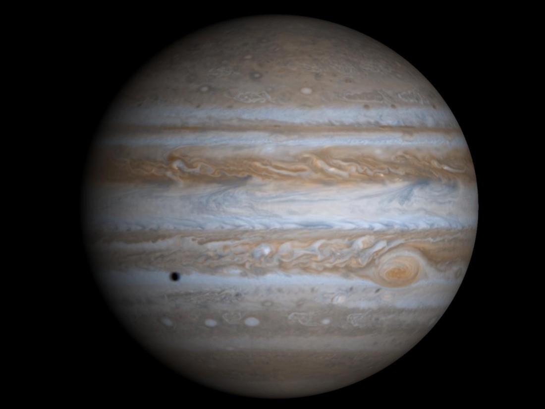 NASA показало новое фото огромного красного пятна наЮпитере