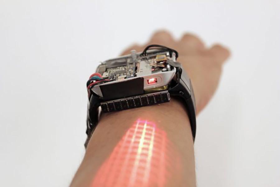 Умные часы превращают руку в сенсорный дисплей
