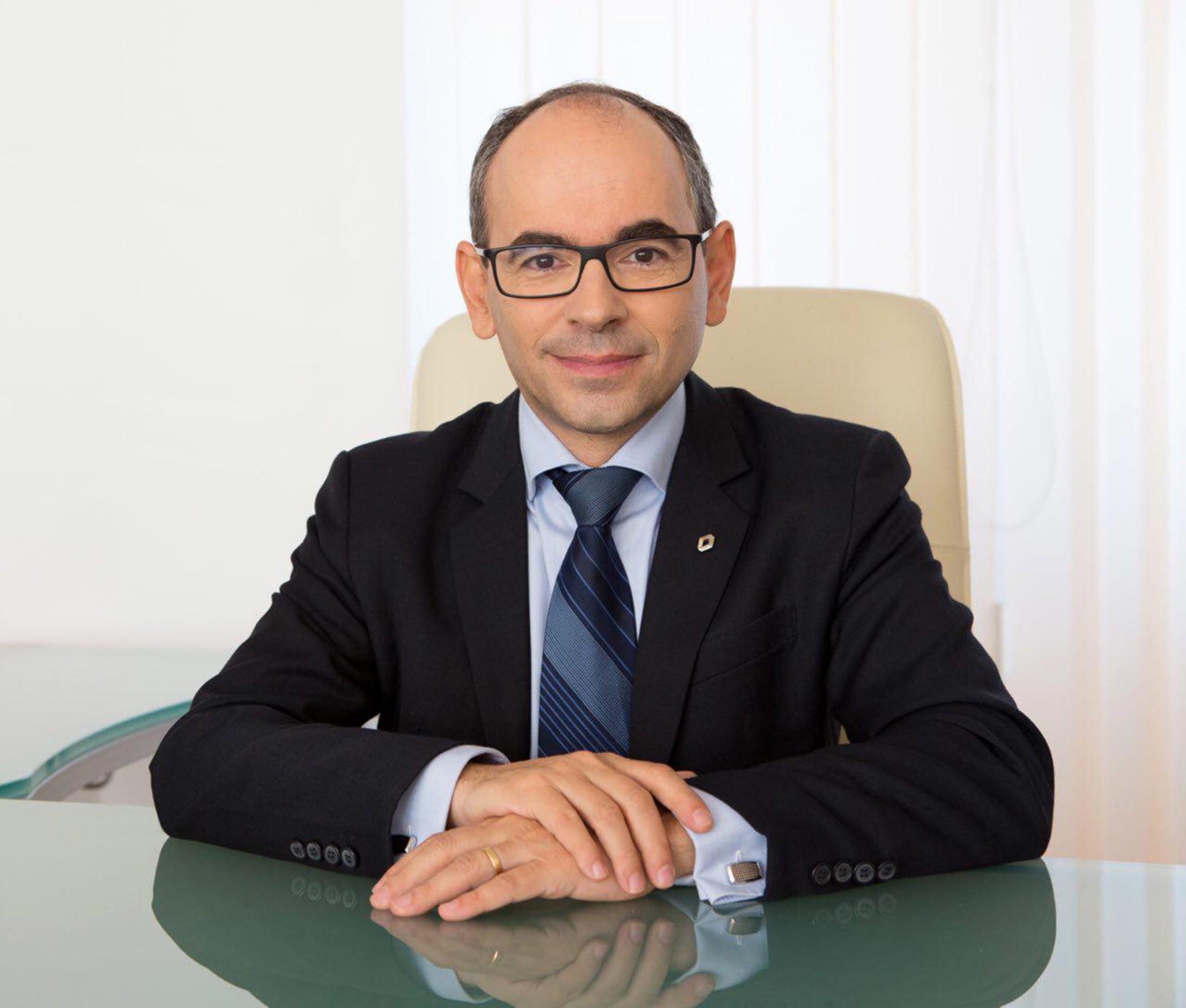 глава отдела развития сети renault