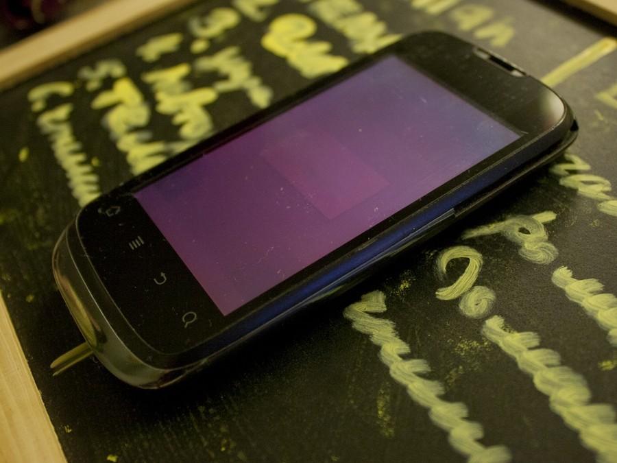 Люди устали от телефонов  — английские  СМИ