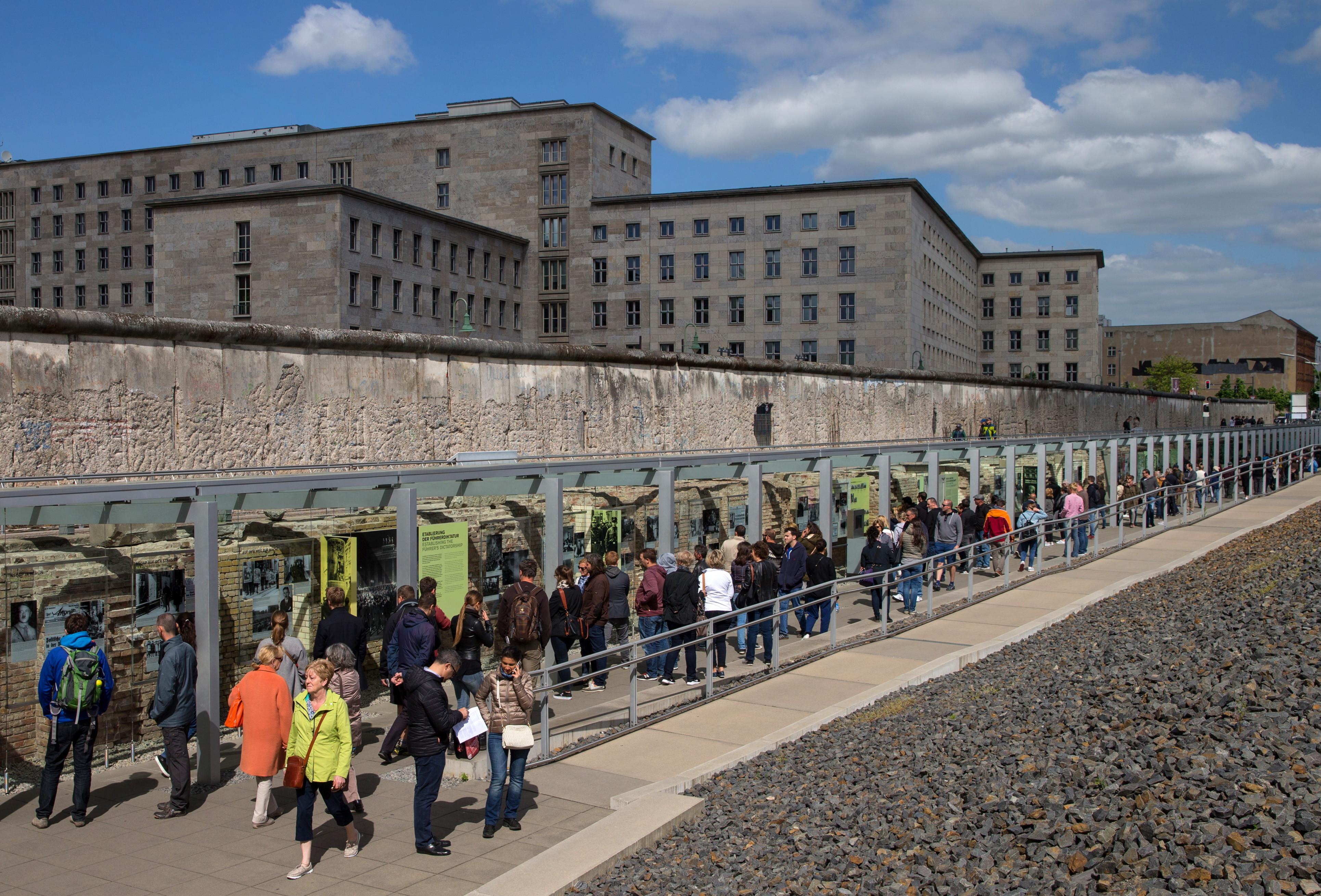 В центре Германии вновь возведут Берлинскую стену