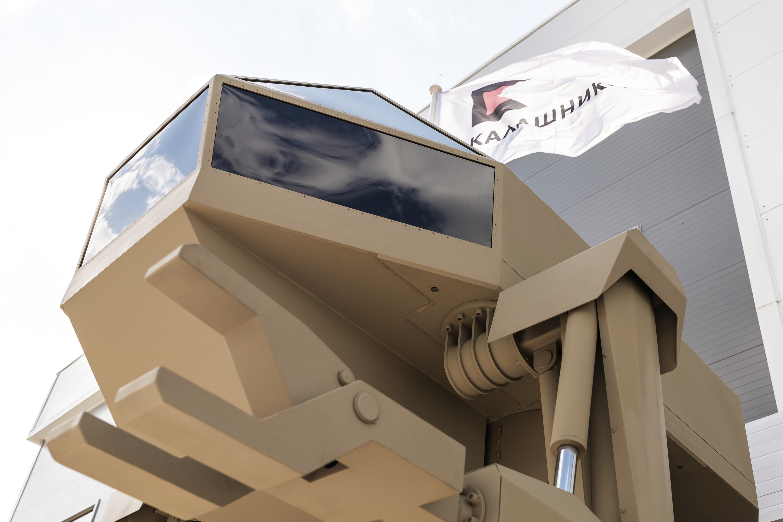 «Игорек»: концерн «Калашников» продемонстрировал четырехтонного шагающего робота
