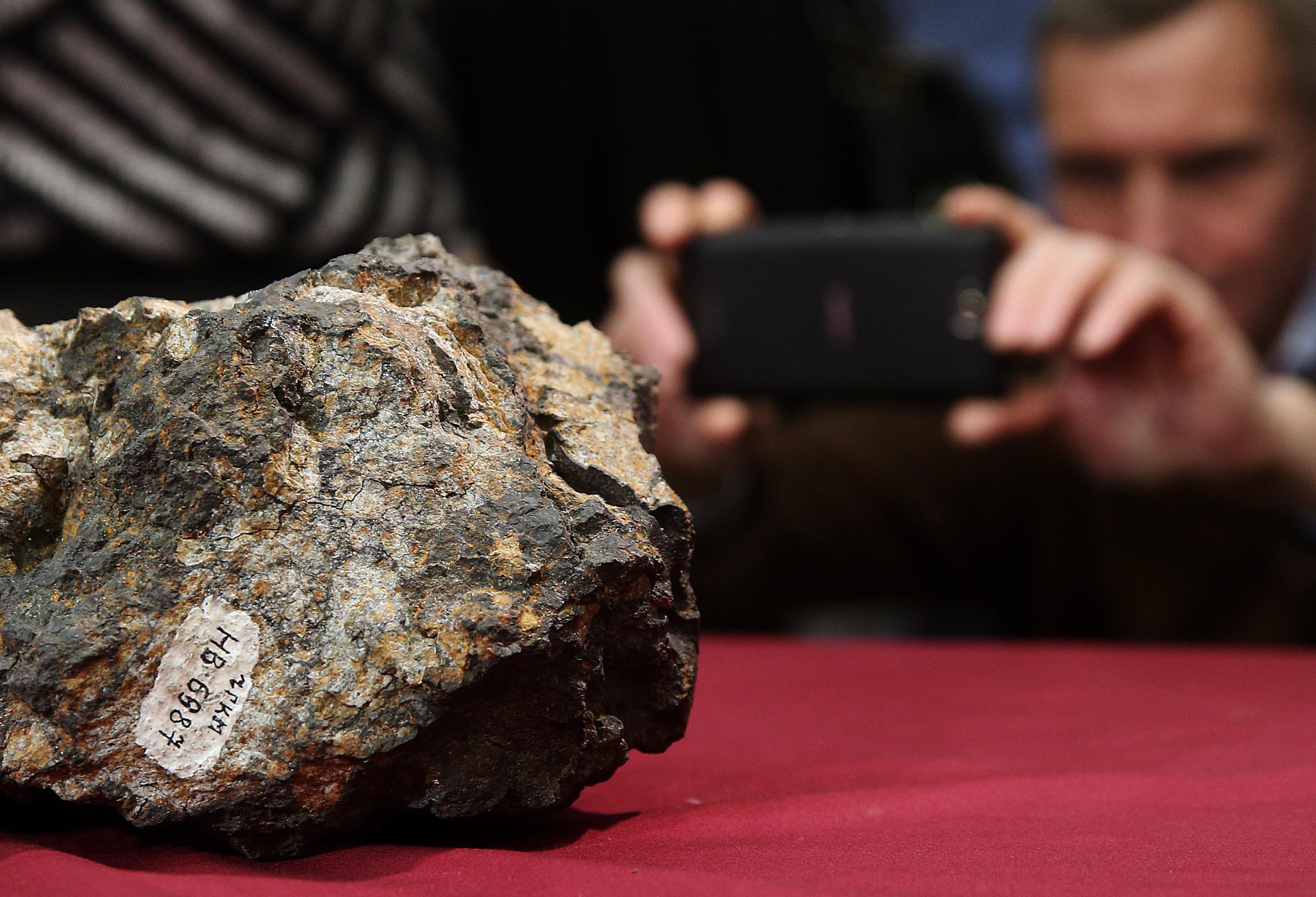 Челябинский метеорит увековечат в книжке  наанглийском языке