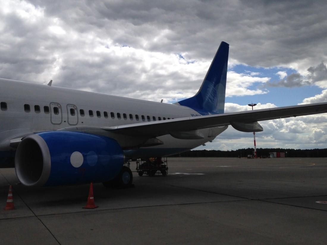 Самолет Екатеринбург— Москва задержали надевять часов из-за пореза колеса