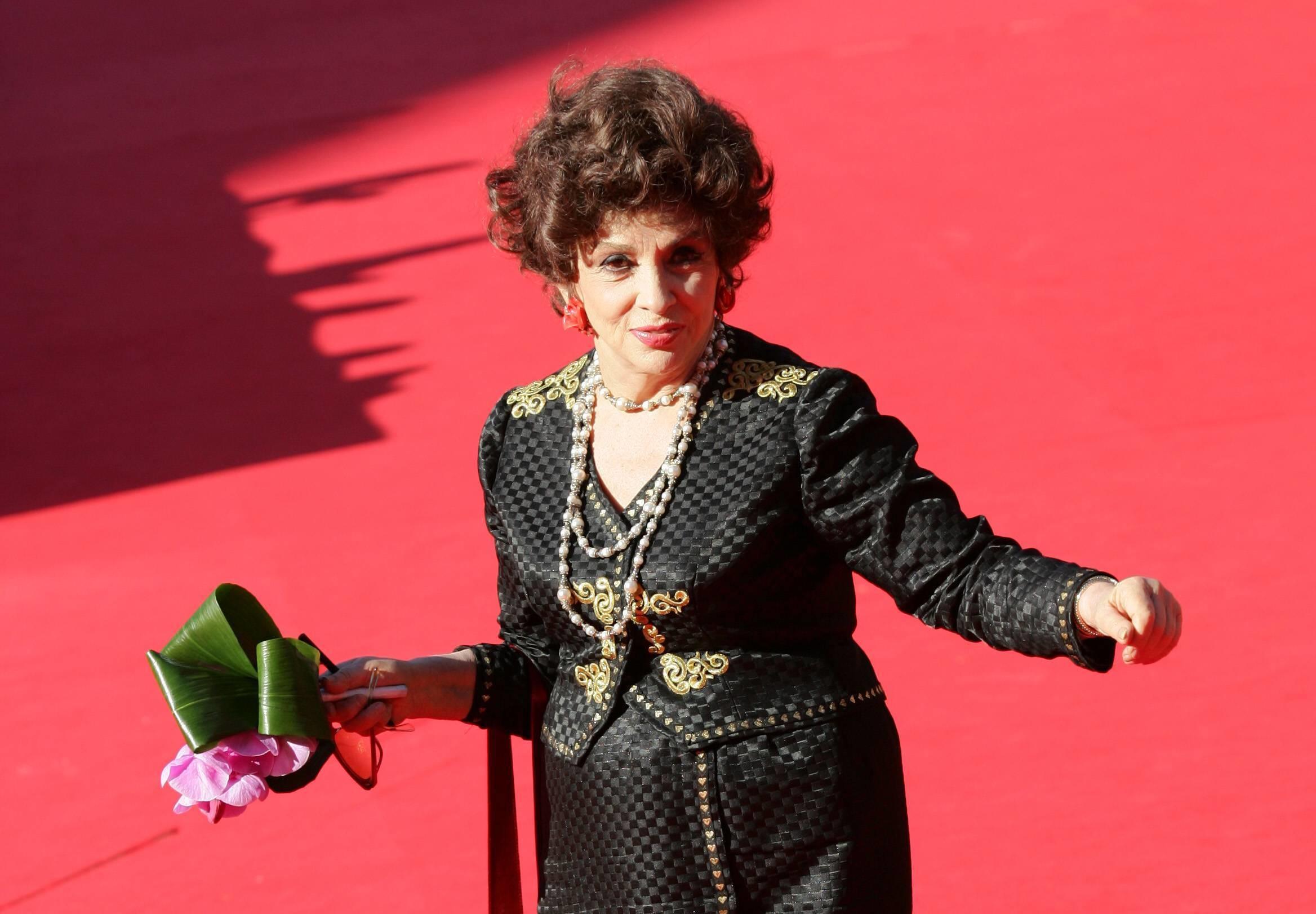 Джина Лоллобриджида удостоилась собственной звезды наАллее славы вГолливуде