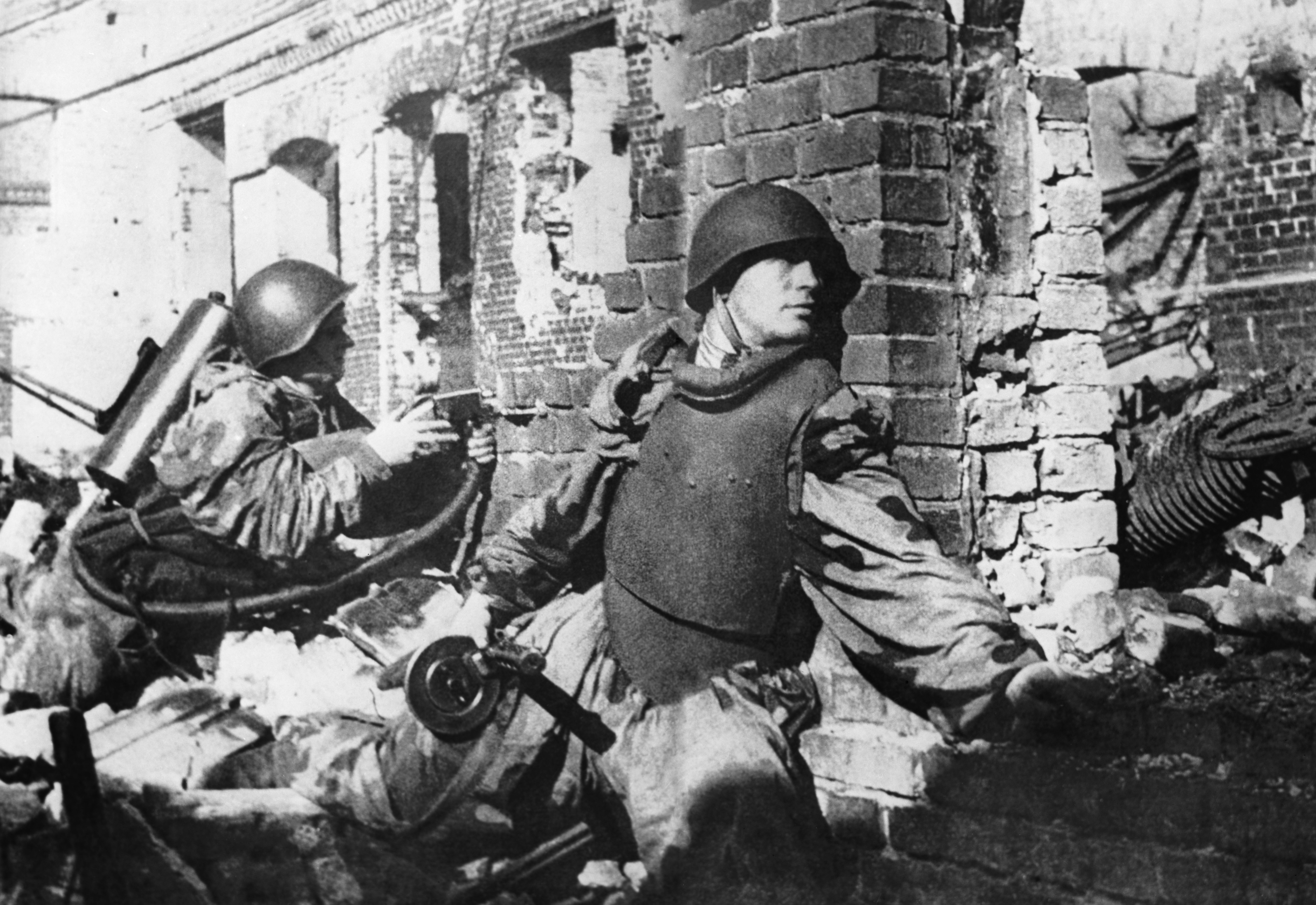 Военный парад вВолгограде кгодовщине Сталинградской битвы посетили 30 000 наблюдателей