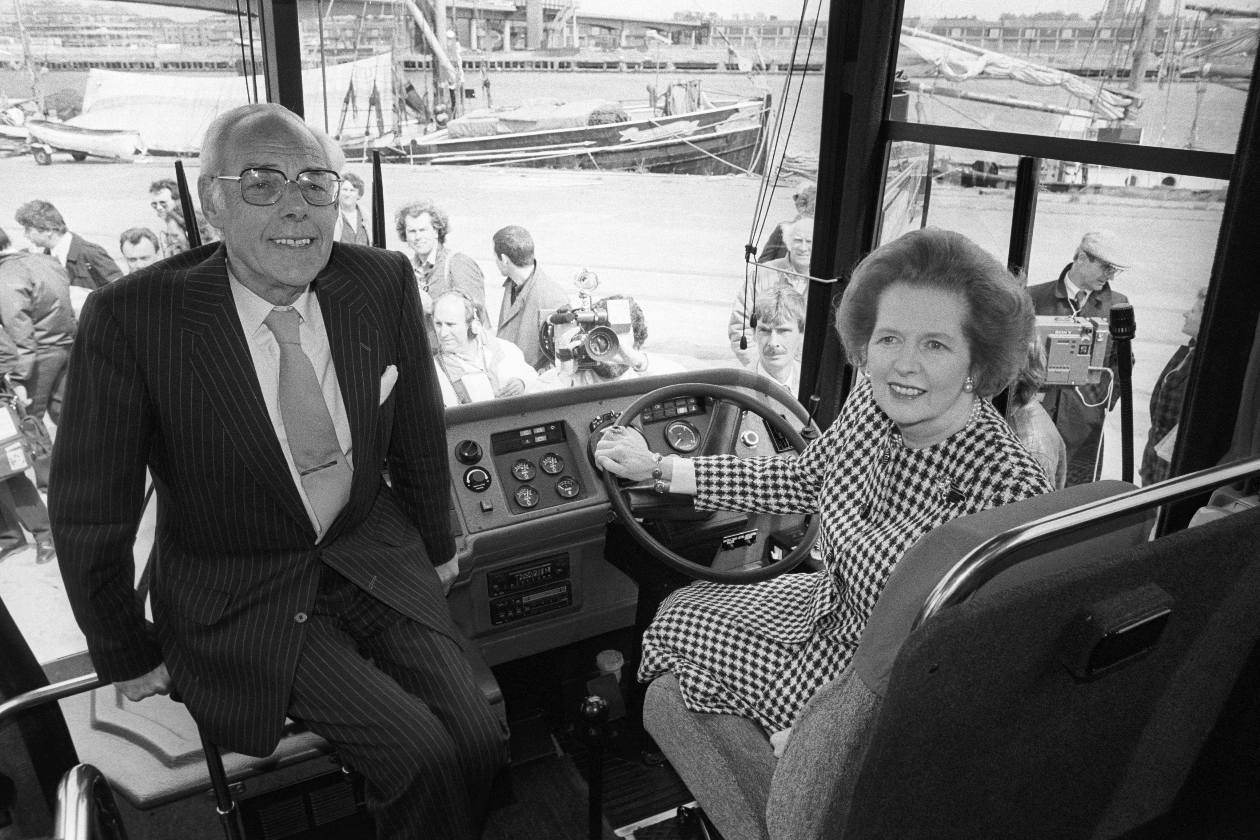 buying margaret thatchersttle bus - HD 4096×2731