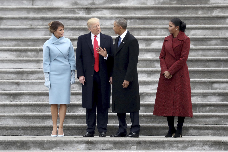 Мишель Обама поведала, что было вподарке для Меланьи Трамп