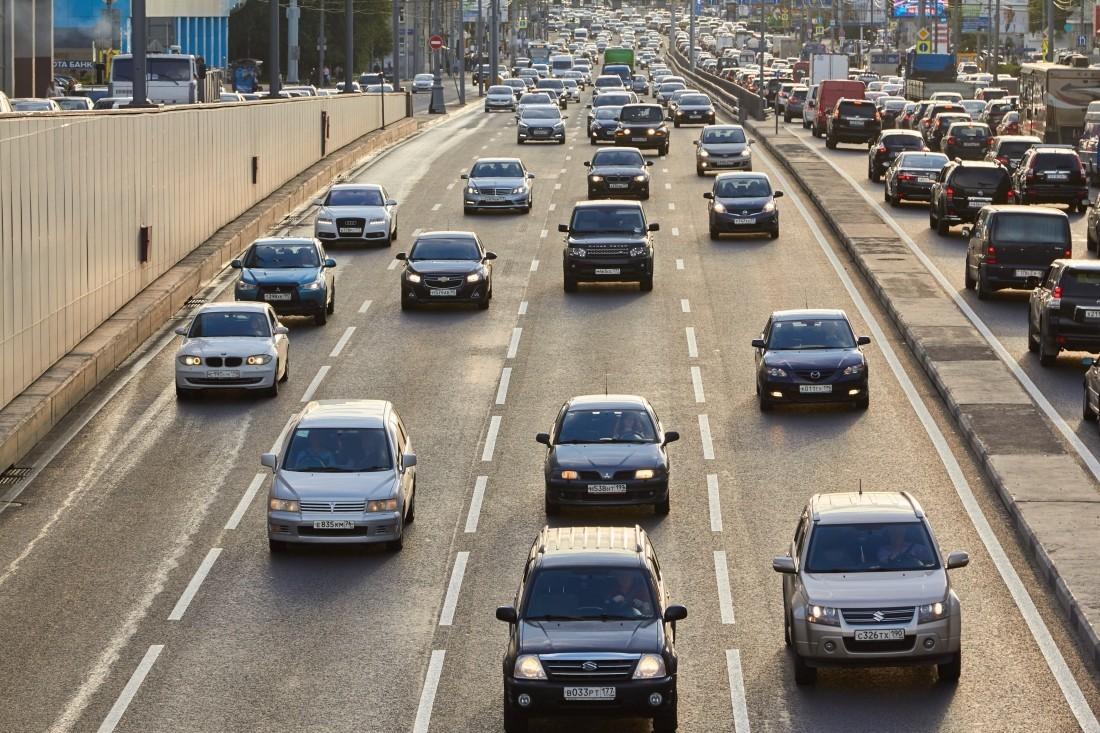 Продажи премиальных авто в РФ упали на0,4%