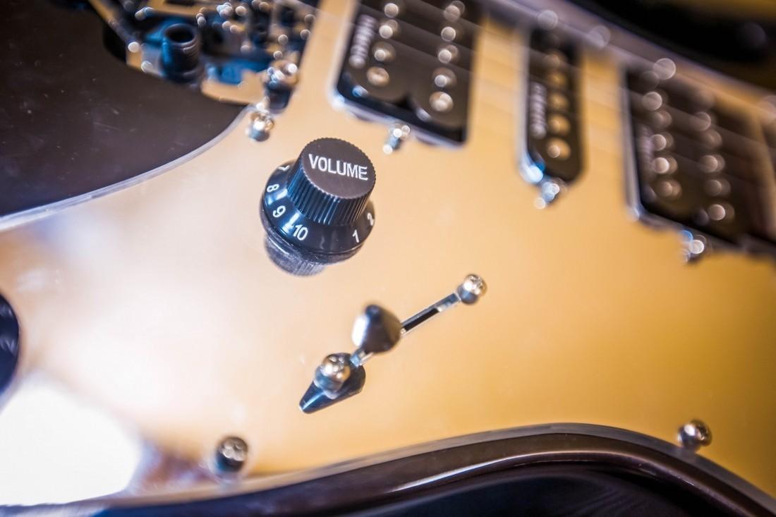 Бас-гитарист Джим Родфорд скончался после падения слестницы