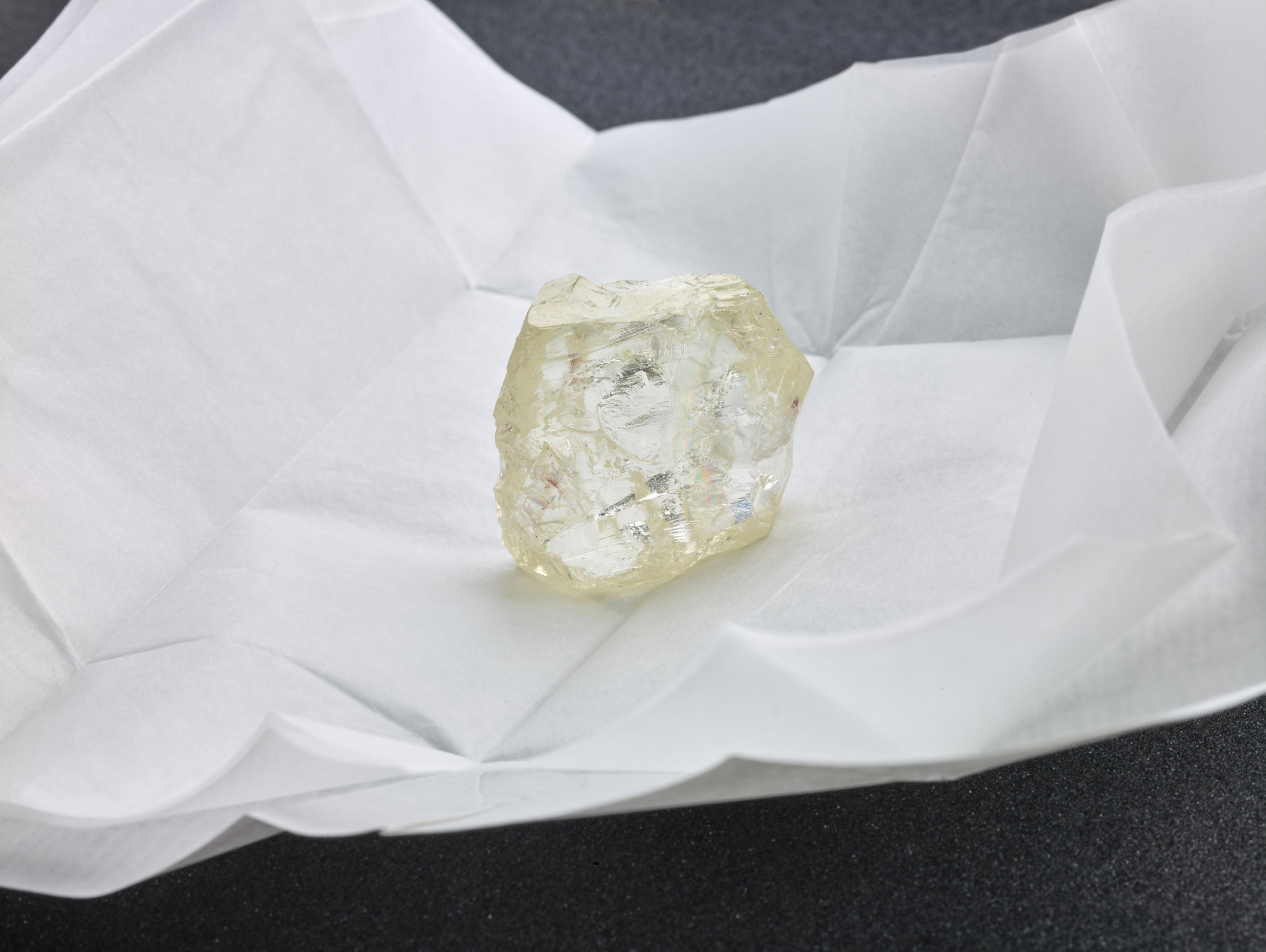 ВЮАР отыскали один изкрупнейших алмазов вмире