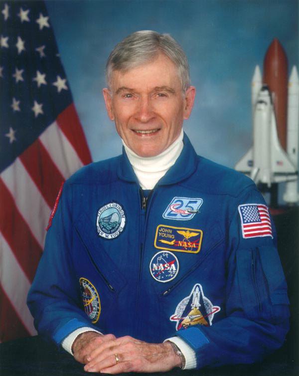 Первый командир шаттлов Джон Янг дважды летавший к Луне скончался в США