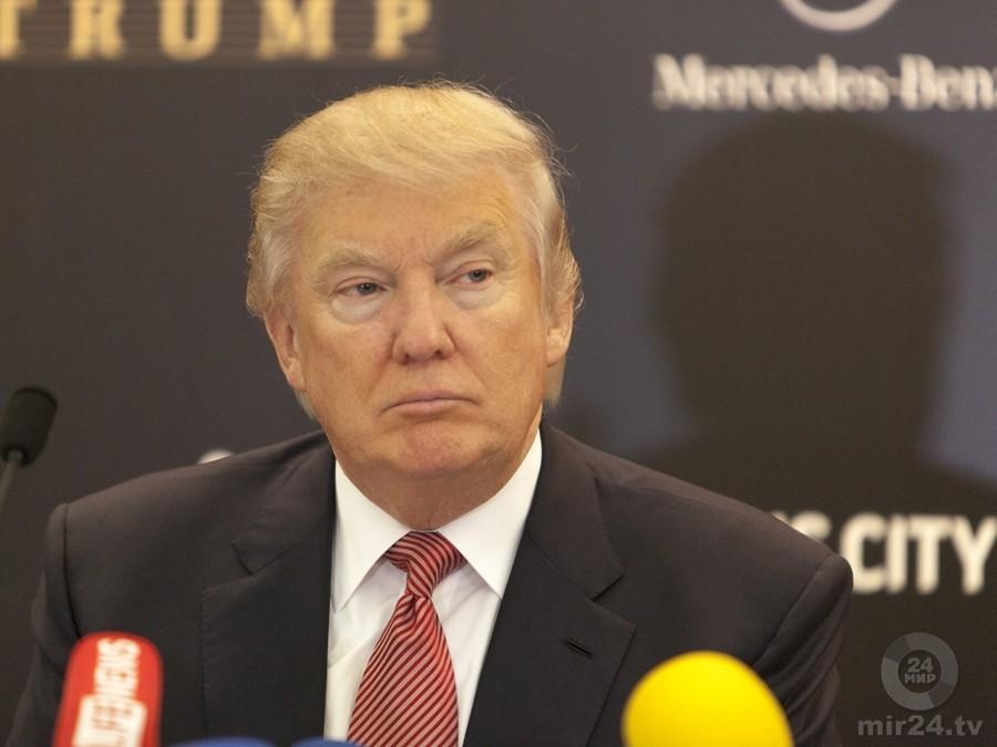 WP: защитники Трампа хотят недопустить выхода мемуаров Бэннона