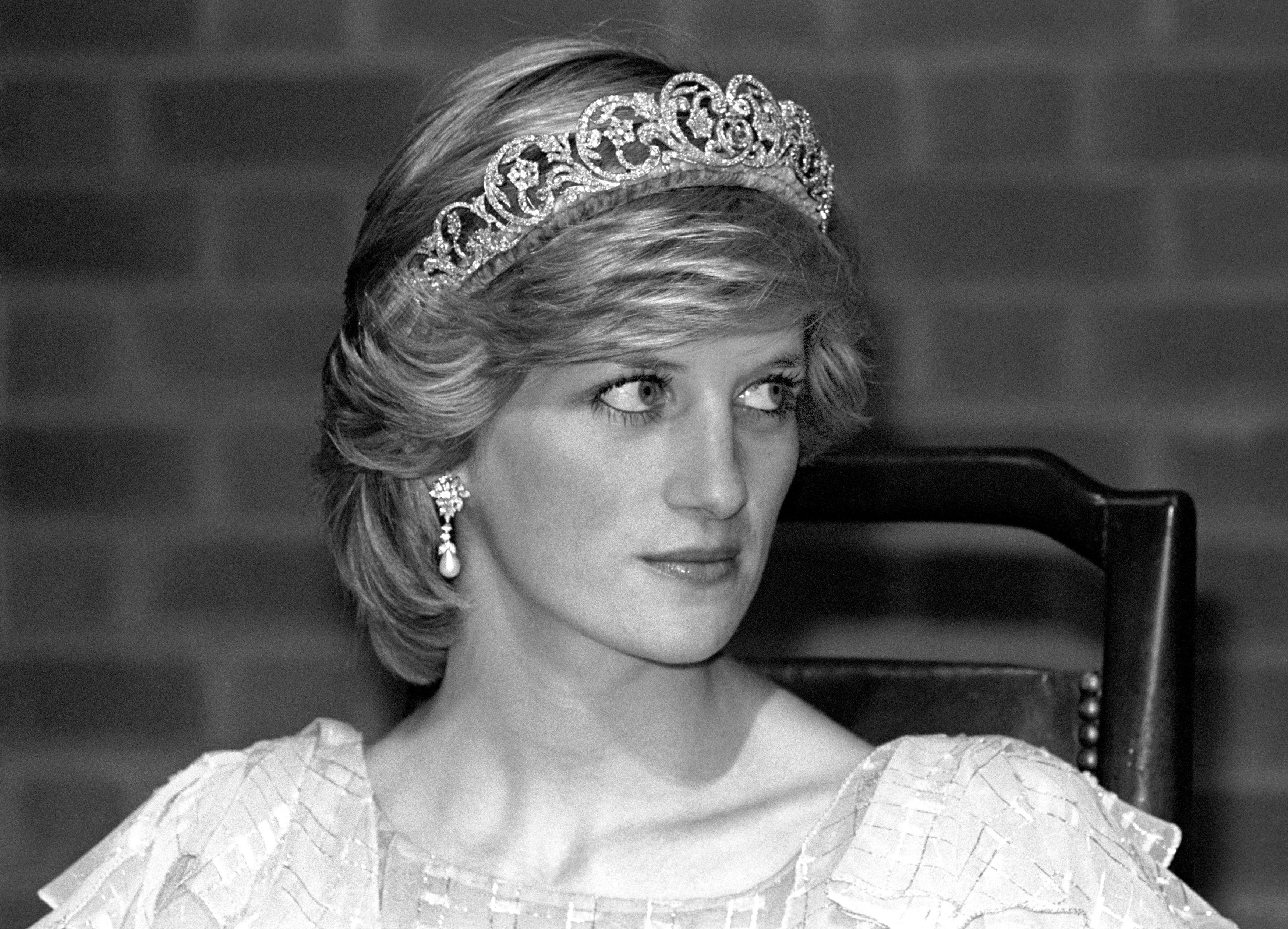 Статую принцессы Дианы уберут из английского универмага Harrods