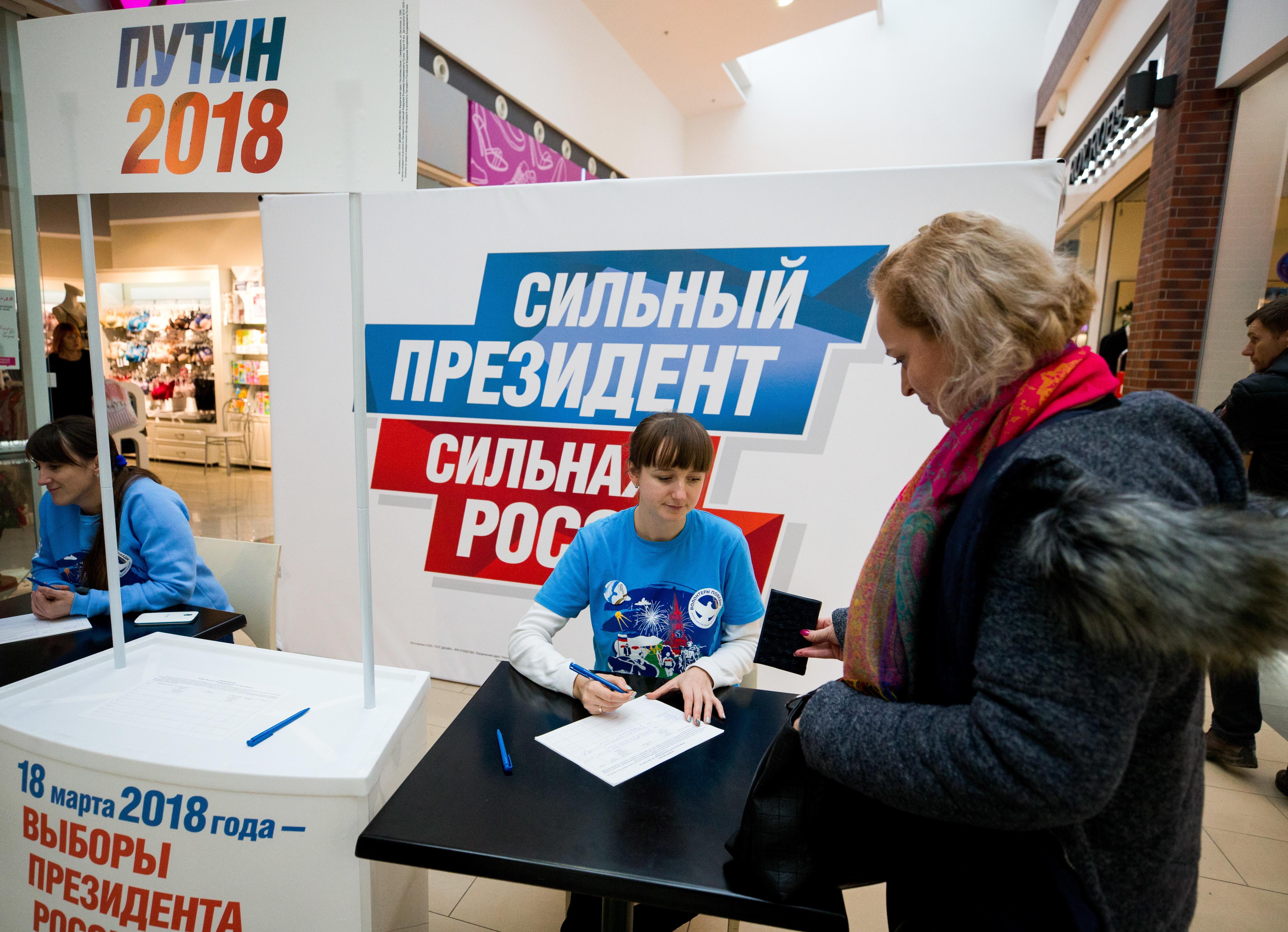 ВПетербурге начался сбор подписей вподдержку В. Путина навыборах президента