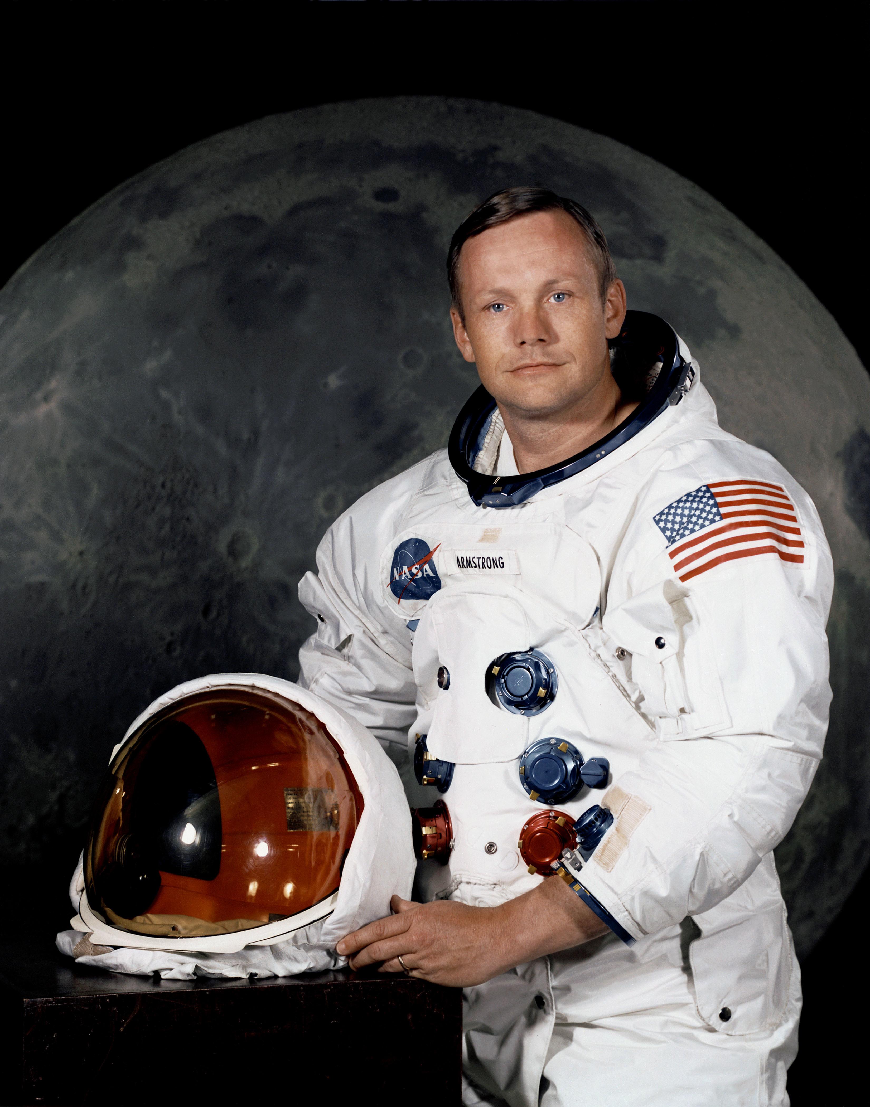 Ссамого начала  ноября нааукцион выставят вещи Нила Армстронга