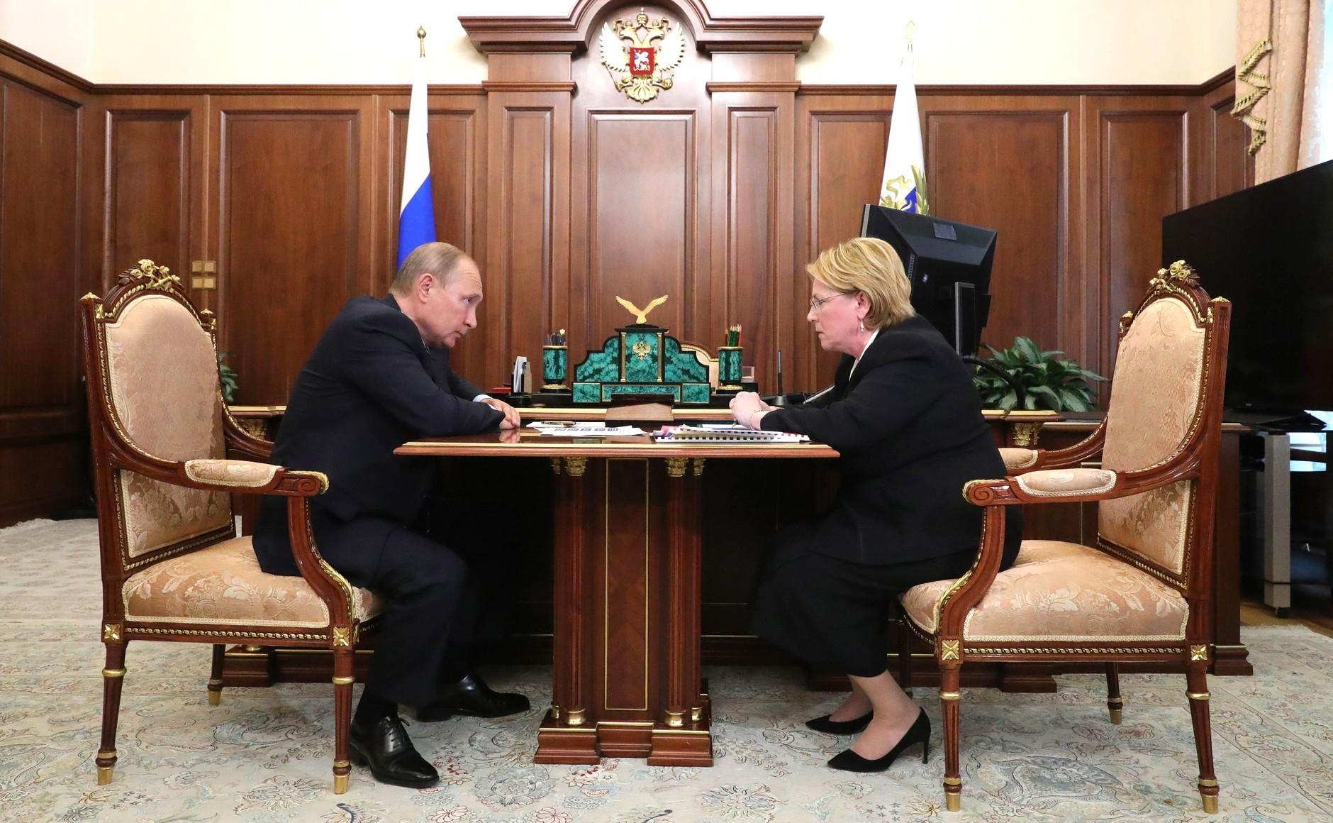 Путин ознакомился с государственной программой борьбы сонкологией иоценил ее