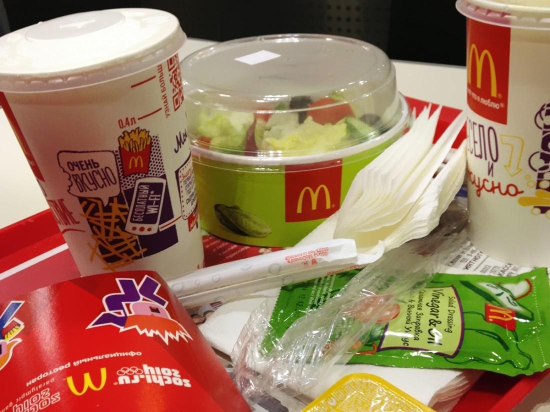 Вкитайских McDonald`s появился «русский» бургер сколбасой