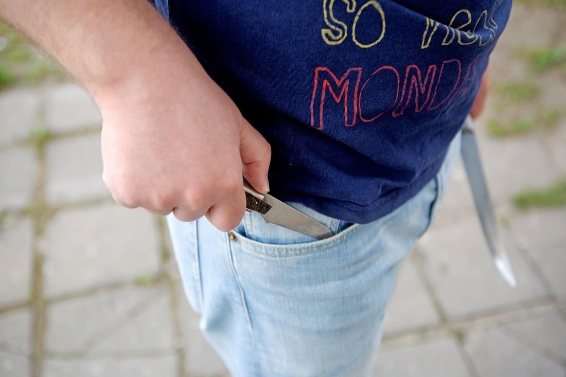 ВНидерландах cтуденты колледжа прогнали вооруженного ножами мужчину