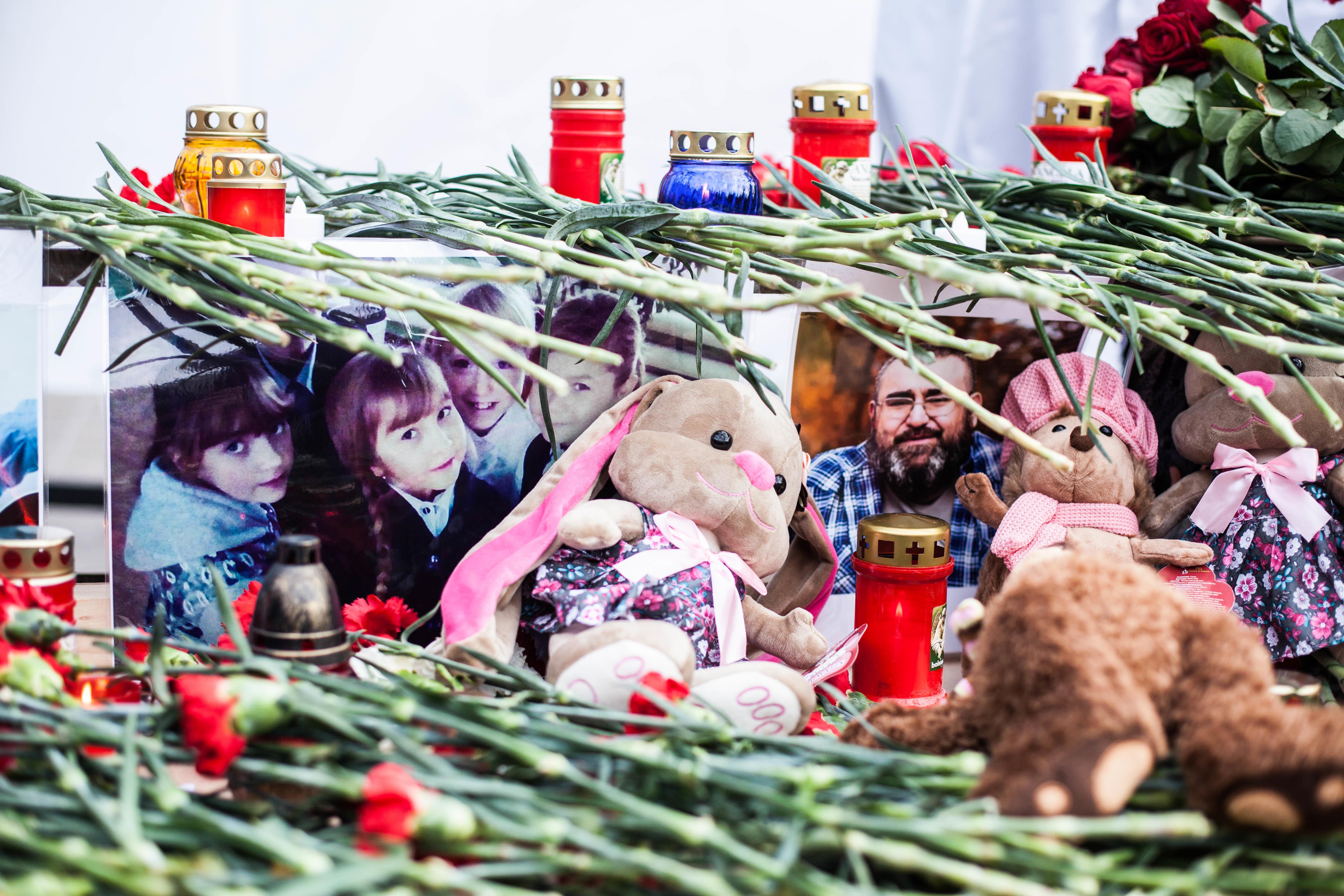 Хэштег #заперто после трагедии вТЦ «Зимняя вишня» Кемерово запустили в социальных сетях