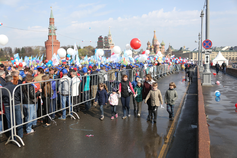 «Единство, солидарность, труд»: на Красную площадь вышли 120 тысяч человек