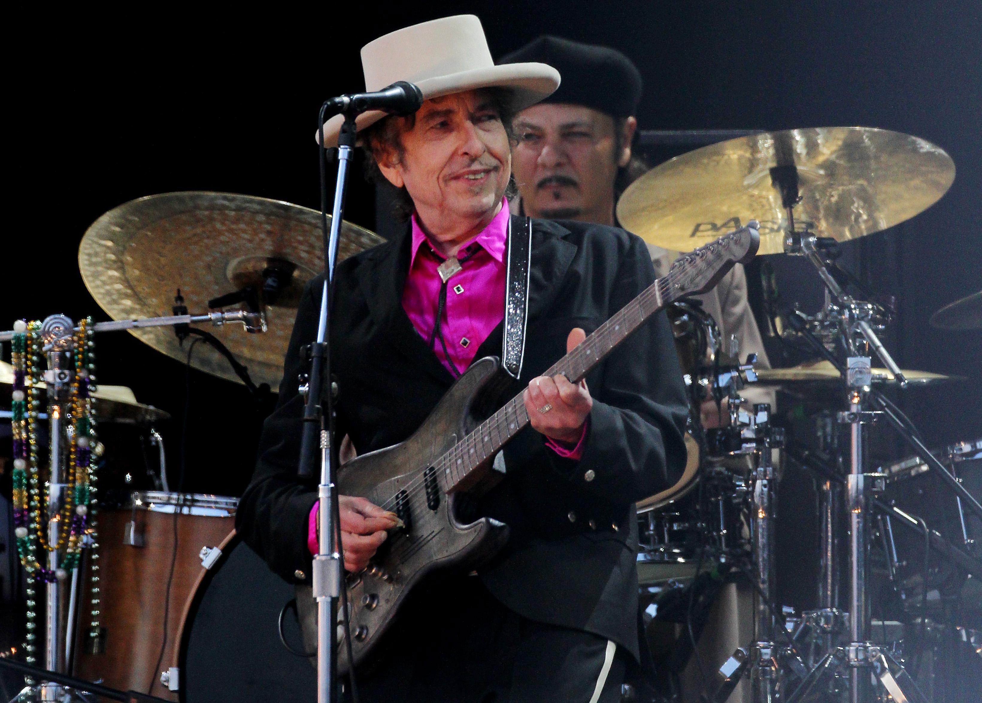 Электрогитару, накоторой играл Боб Дилан, продали вСША за $490 тыс.