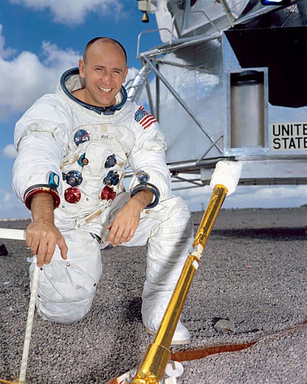 Скончался побывавший наЛуне астронавт Алан Бин
