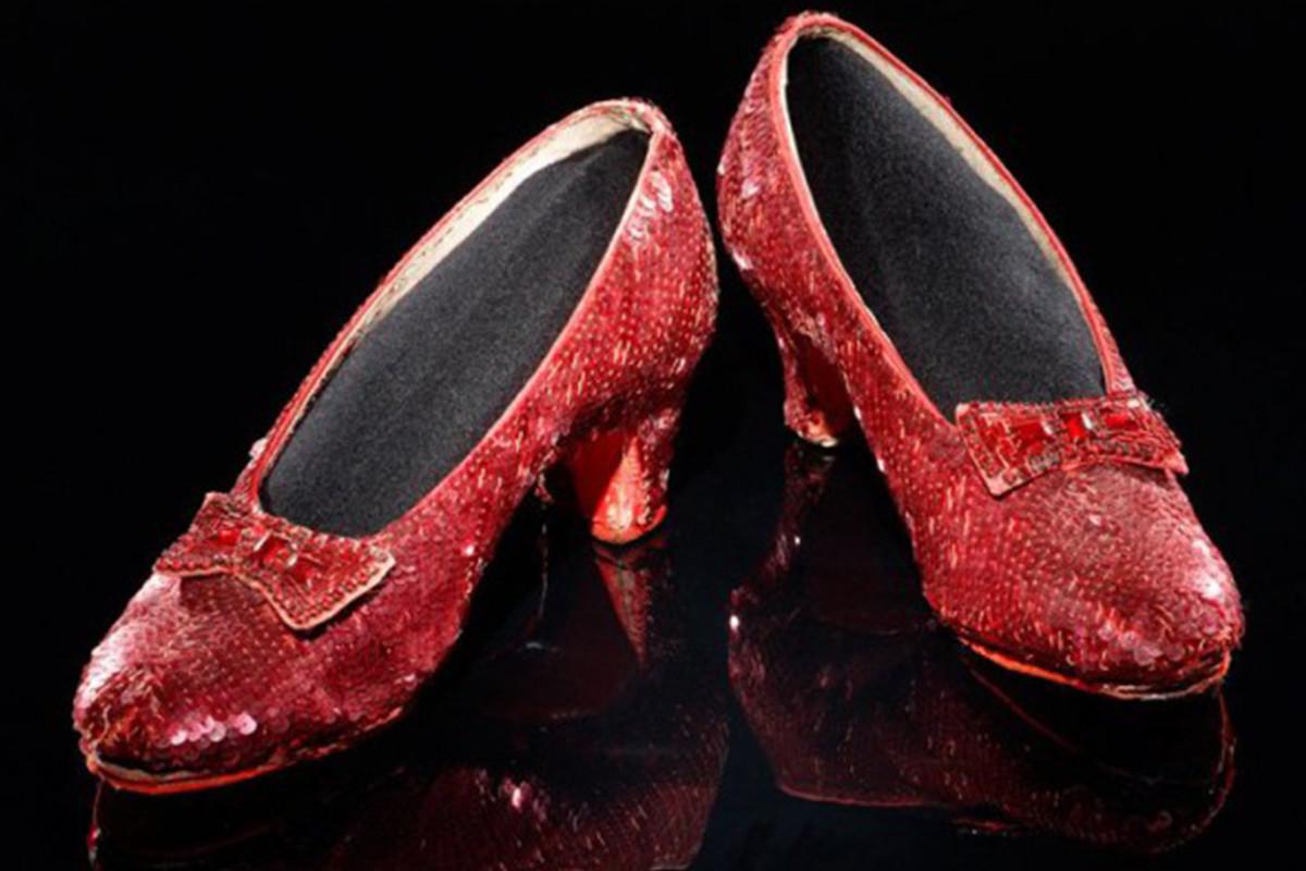 ФБР нашло украденные 13 лет назад башмачки Дороти из«Волшебника страны Оз»