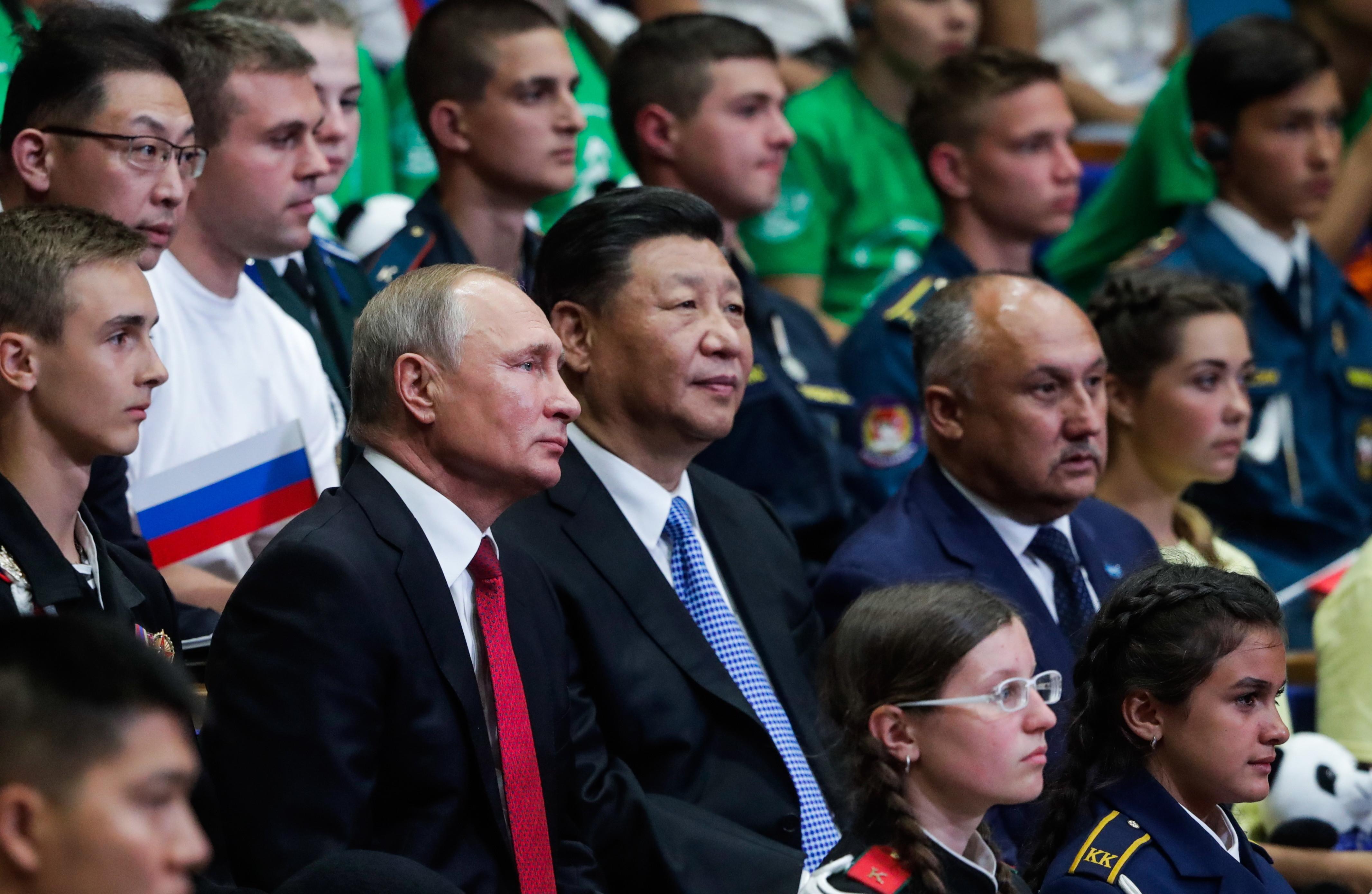 В.Путина приняли вряды вожатых детского центра «Океан»