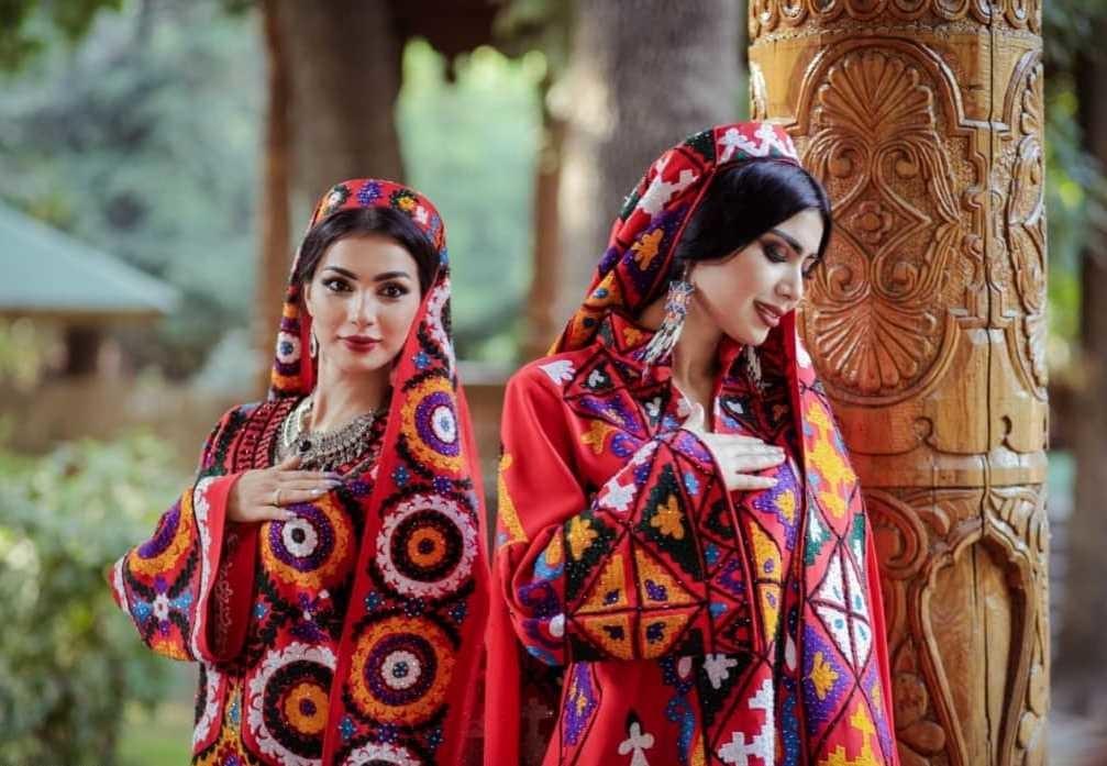 21ed334fc Как таджикская вышивка чакан покорила мир современной моды