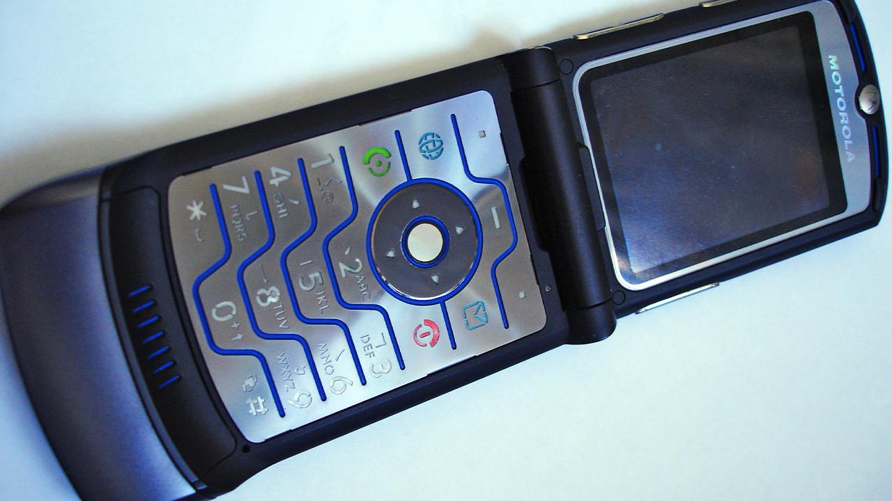 Motorola возродит культовую раскладушку RAZR. Это будет смартфон сгибким OLED-экраном