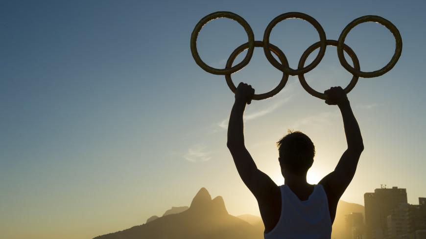 Спортдайджест: Австралийские атлеты заперлись в отеле, японцы рады Олимпиаде, первая медалистка Филиппин вернулась на родину