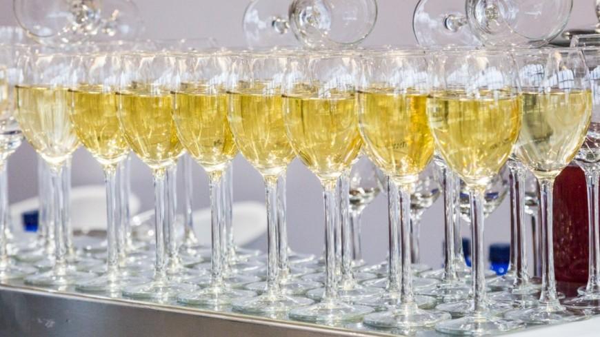 В Литве намерены запретить детское шампанское