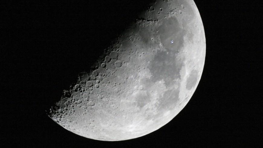 Метеорит доказал наличие на Луне запасов воды