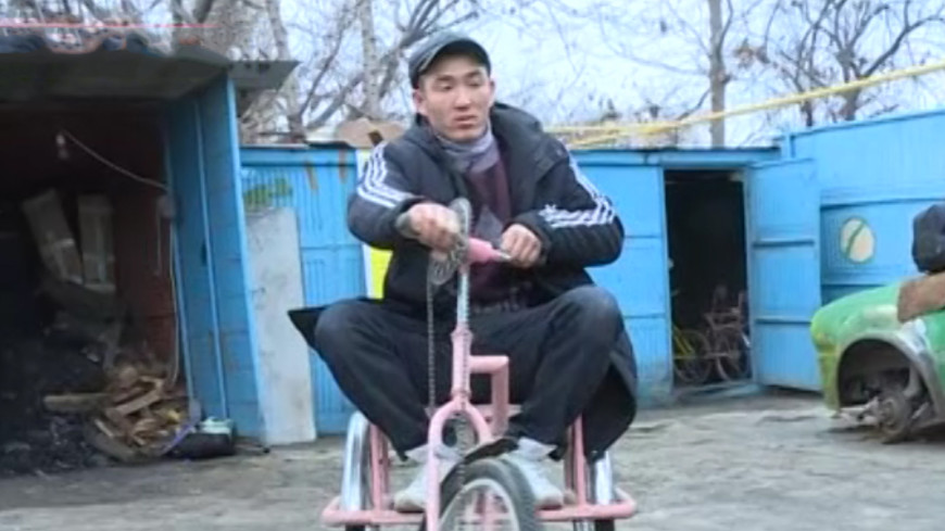 В Кыргызстане разработали велосипеды для детей с ДЦП