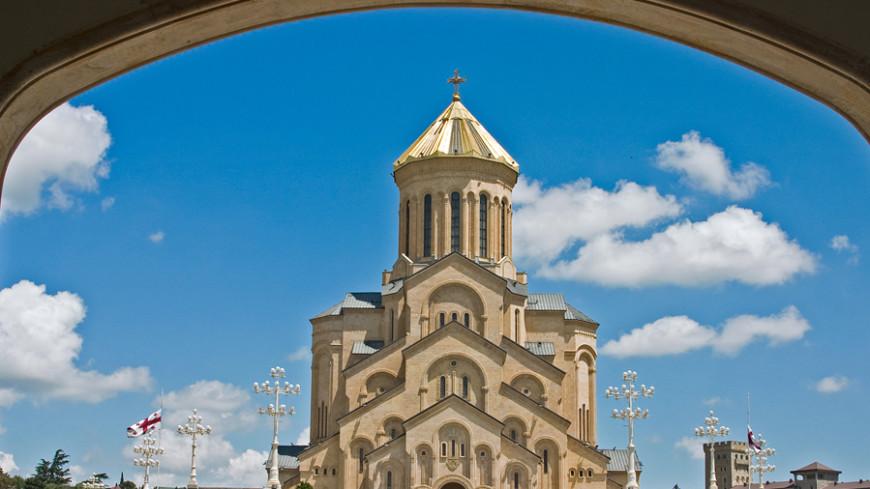 Храмы и церкви в Тбилиси украшают к прибытию Благодатного огня
