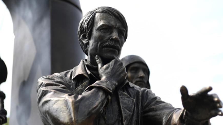 Памятник Андрею Тарковскому открыли в Суздале